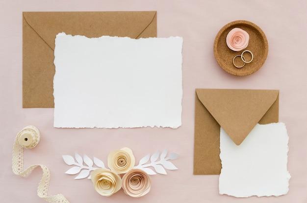 Elegante bruiloft uitnodiging bovenaanzicht Gratis Foto