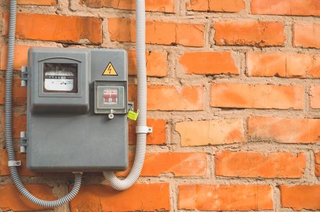 Elektrische vermogensmeter die het stroomverbruik meet Premium Foto
