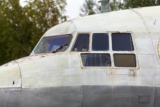 Elementen van een oud sovjet militair vliegtuig Premium Foto