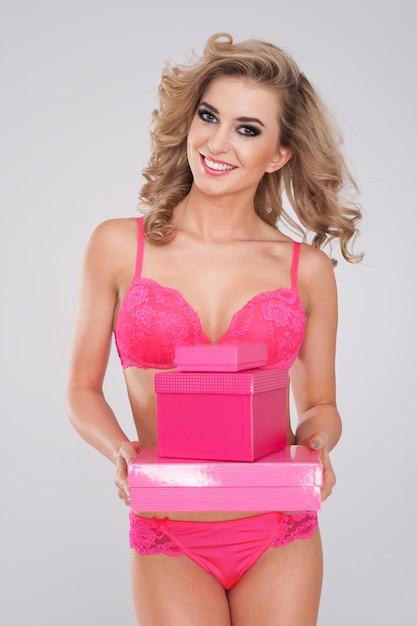 Elke vrouw houdt van zoete roze cadeaus Gratis Foto