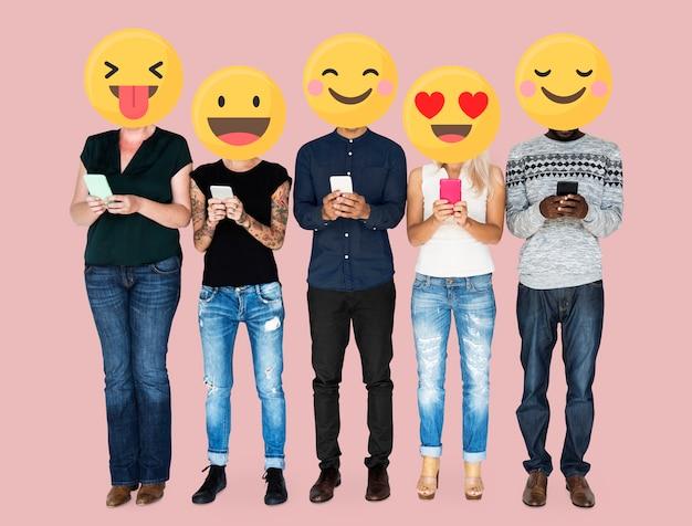Emoji gezichten op sociale media Gratis Foto