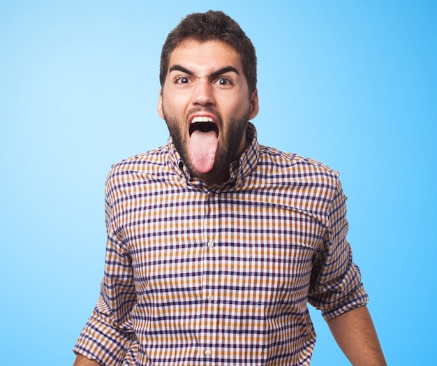 Emotionele man met tong uit Gratis Foto
