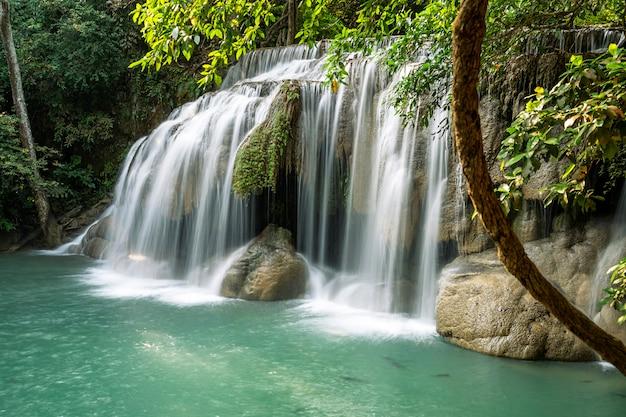Erawan-waterval (tweede verdieping) Premium Foto