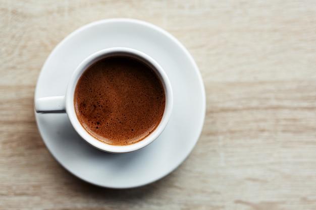 Espresso koffie geserveerd in cup Gratis Foto