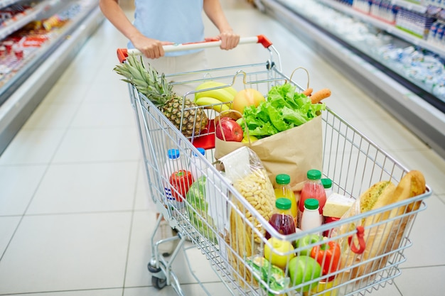 Eten in winkelwagen Gratis Foto