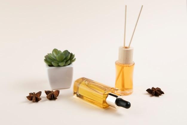 Etherische oliën en plantindeling op gewone backgrobody en Gratis Foto