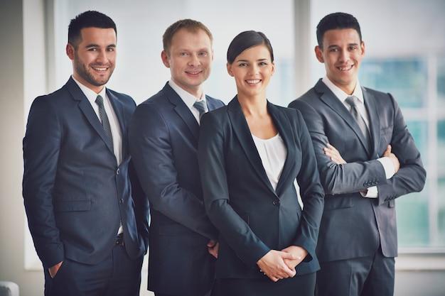 Executives met een grote glimlach Gratis Foto