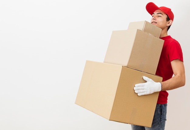 Exemplaar-ruimte levering mannelijke dragende stapel pakketten Gratis Foto