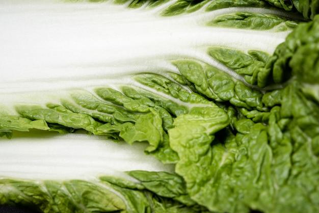 Extreem close-up groen en wit blad van salade Gratis Foto