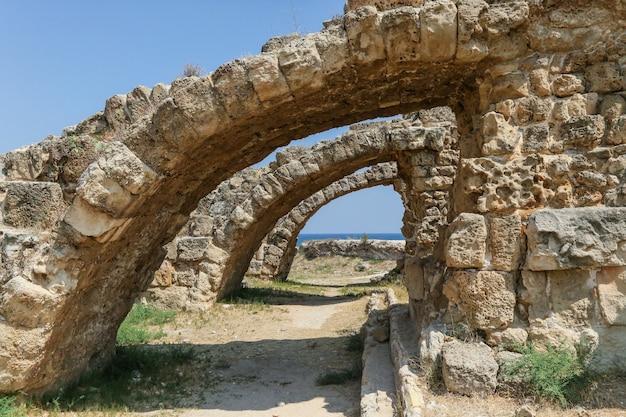 Famagusta, turkse republiek noord-cyprus. ruïnes van de oude stad salamis Premium Foto