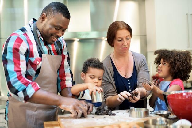 Familie bakkerij zelfgemaakte ontspanning leisure concept Premium Foto