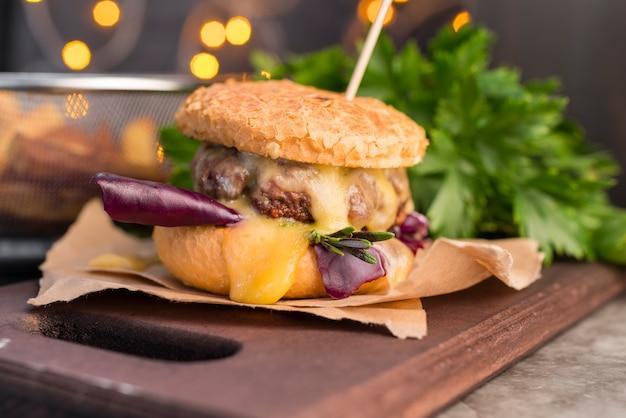 Fancy keuken met lekkere hamburger Gratis Foto
