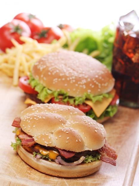 Fastfood op tafel Gratis Foto