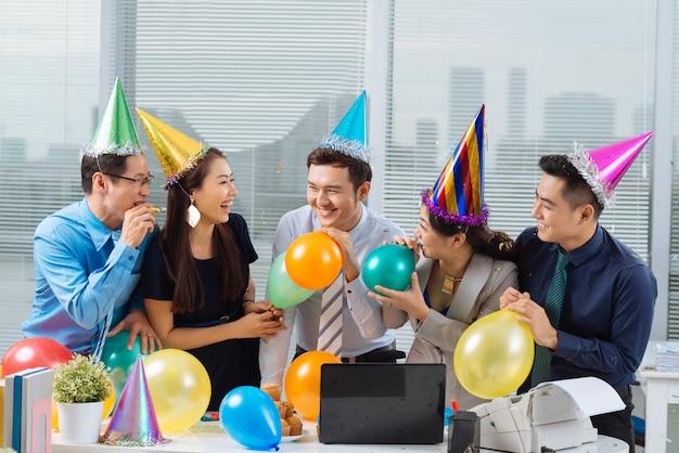 Feest op kantoor Premium Foto