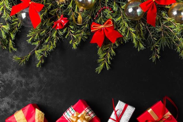 Feestelijk kerstarrangement met strikken Gratis Foto