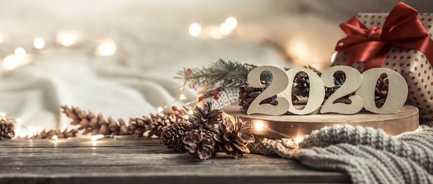Feestelijk nieuw jaar als achtergrond met 2020 aantallen op hout. Premium Foto