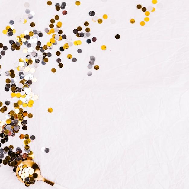 Feestelijke feestelijke confetti van de winter Gratis Foto