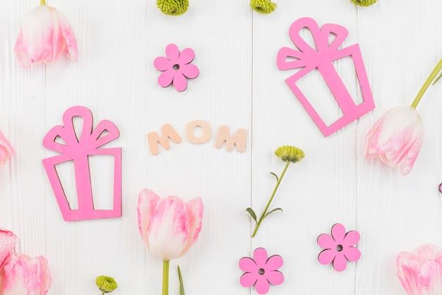 Feestelijke samenstelling voor de viering van de moeder` s dag Gratis Foto