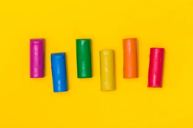 Fel gekleurde plasticine sticks Gratis Foto