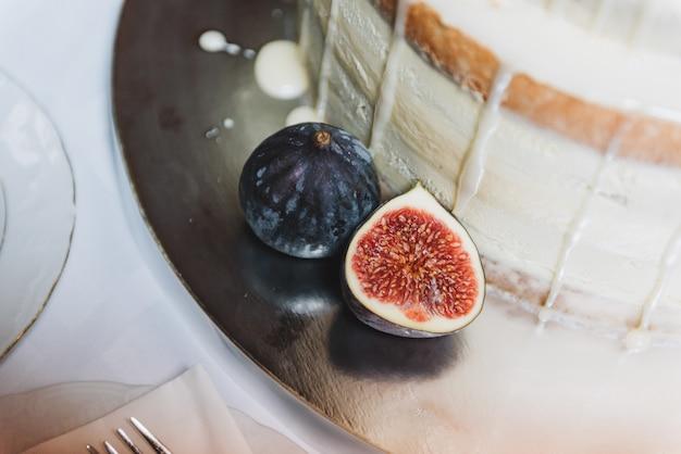 Fig.fruit, close-upmening, als decoratie voor een bruidstaart Premium Foto