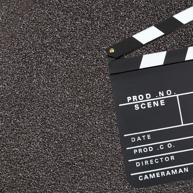 Filmproductie klepel bord over donkere achtergrond met kopie sp Premium Foto
