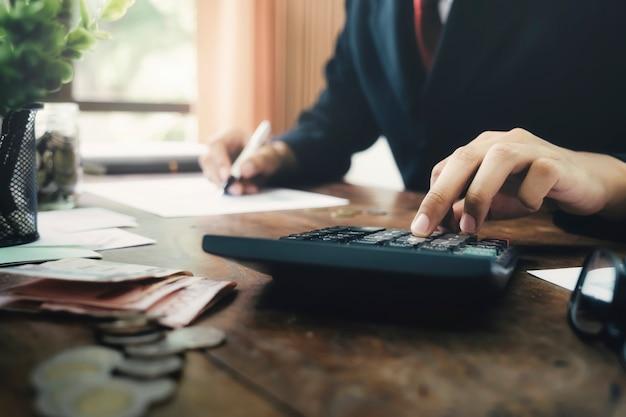 Financiën economisch concept besparen. Premium Foto