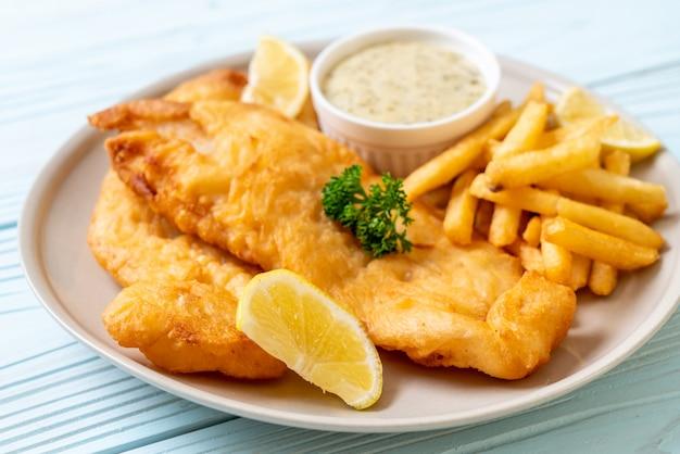 Fish and chips met frietjes Premium Foto