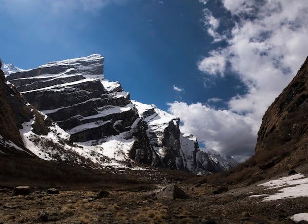 Fishtailmassief van de berg van himalayagebergte Premium Foto