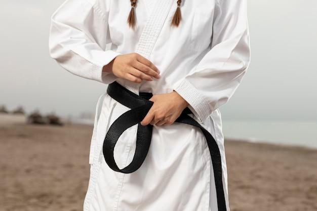 Fit atleet in vechtsporten kostuum Gratis Foto