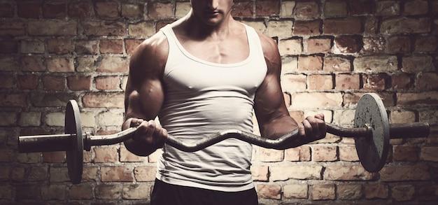 Fitness. man met barbell Gratis Foto