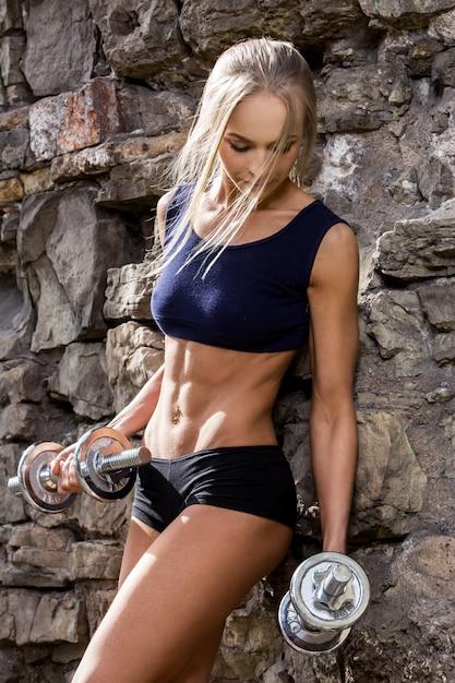Fitness. mooie vrouw met sexy lichaam Gratis Foto
