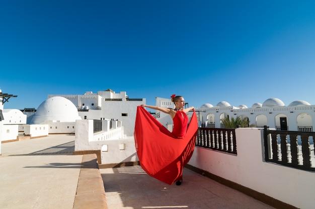 Flamenco danser in rood Gratis Foto