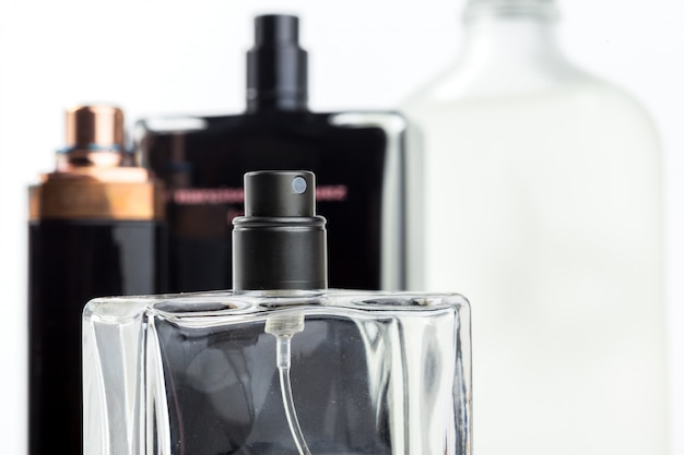 Fles parfum geïsoleerd Premium Foto