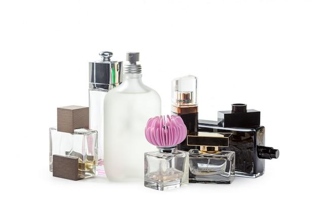 Fles parfum van witte achtergrond wordt geïsoleerd die Premium Foto