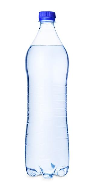 Fles water met blauwe schroefdop geïsoleerd op een witte achtergrond Premium Foto