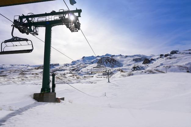 Formigal skigebied in huesca, pyreneeën, spanje Premium Foto