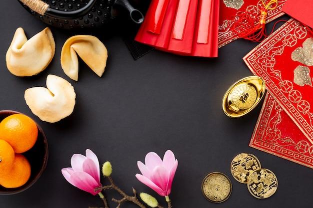 Fortuinkoekjes en magnolia chinees nieuw jaar Gratis Foto