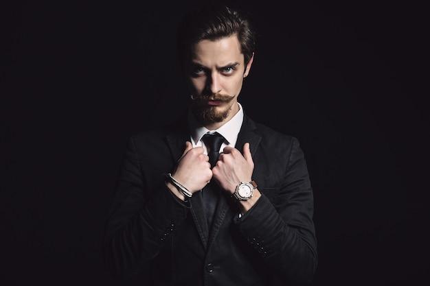 Foto van een elegante jonge mode man Gratis Foto