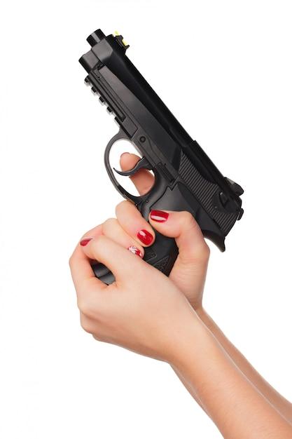 Foto van geïsoleerde het pistool van de de holdingsrevolver van de vrouwenhand Premium Foto
