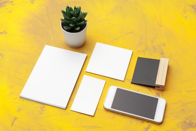 Foto van visitekaartjes. sjabloon branding identiteit. voor grafisch ontwerpers presentaties en portefeuilles Premium Foto