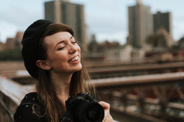 Fotograaf die een foto neemt bij de brooklyn bridge, de vs Premium Foto