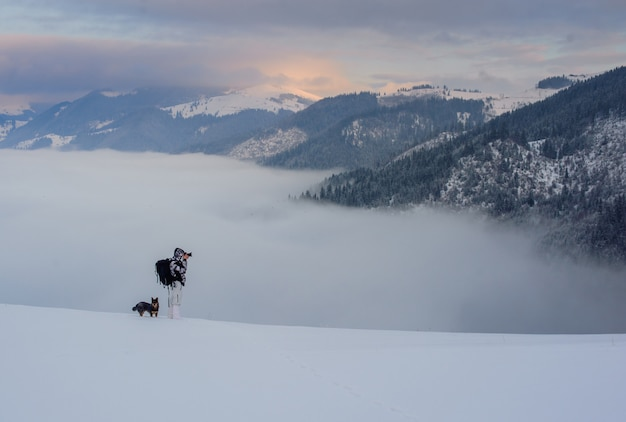 Fotograaf in bergrug Premium Foto