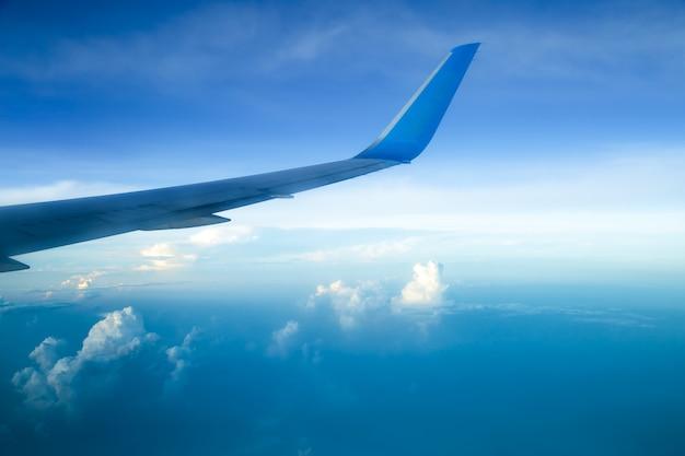 Fotograferen vanuit een vliegtuigraam Gratis Foto
