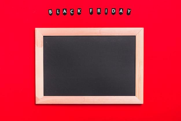 Fotolijst en labels met inscriptie van black friday Gratis Foto