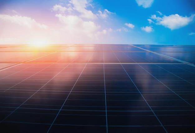Fotovoltaïsche voedingssystemen. zonne-energiepanelen. Premium Foto