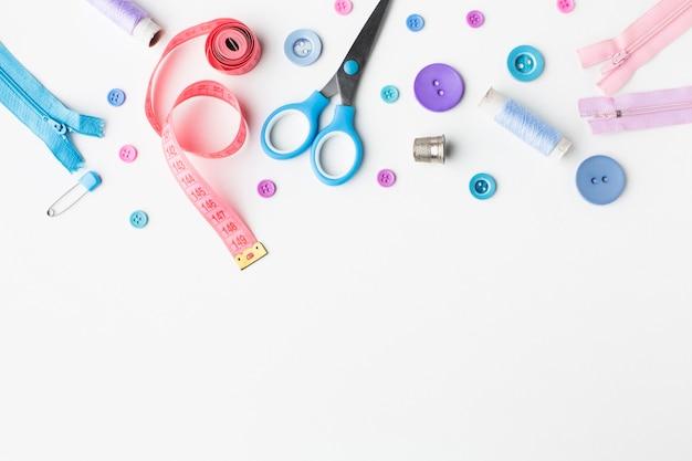 Fournituren kleurrijke accessoires bovenaanzicht met kopie ruimte Gratis Foto
