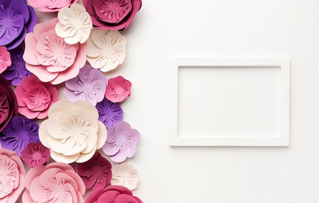 Frame met bloemenornament Gratis Foto