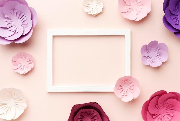 Frame met florale papieren ornamenten Gratis Foto