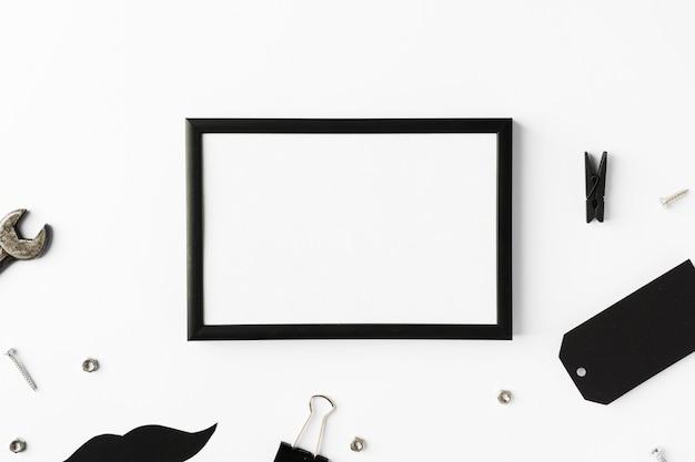 Frame met vaders objecten op tafel Gratis Foto