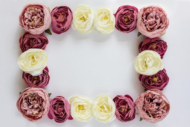 Frame van bloemen pioenrozen Premium Foto